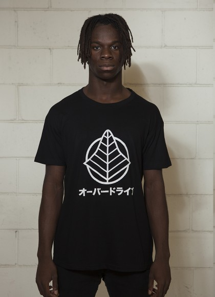 T-logo black man front